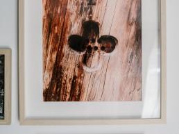 Plakat z krzyżem